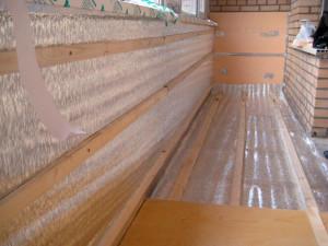 dopolnitelno uteplyaya pol mozhno uteplit i steny 300x225 Утепление балконов и лоджий