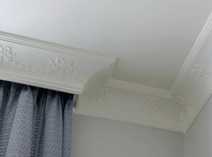 potolochnyj plintus natjazhnyh potolkov Выбираем самый лучший плинтус для любимого натяжного потолка